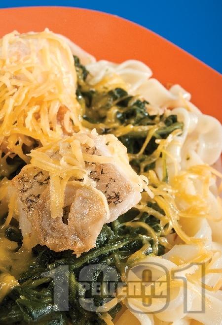 Бяла риба със спанак, макарони и чедър - снимка на рецептата